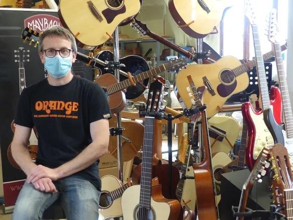 Luthier à Sens, il témoigne : «Sans les aides de l'État, je ne serais plus là»