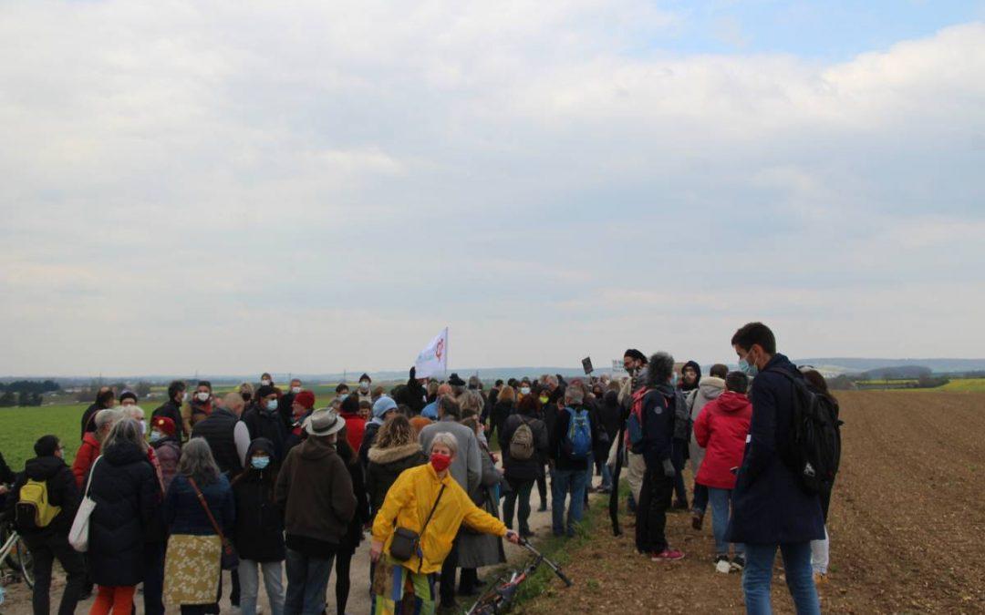 Plus de 200 manifestants dans la zone artisanale des Vauguillettes de Sens pour dire «stop» au projet Panhard